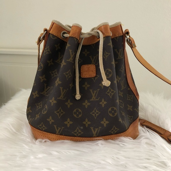 2719bdb8866 Louis Vuitton Handbags - Vintage Louis Vuitton Bucket Bag